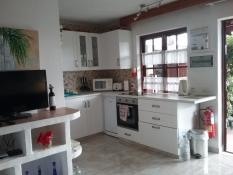 L shaped kitchen including dishwasher